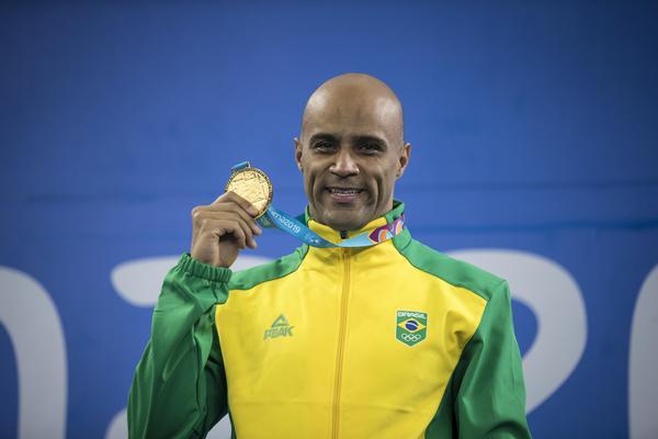 João Gomes comemora medalha de ouro no Pan