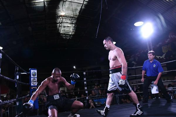O capixaba Alexsandro Cardoso voltou a lutar com mais um nocaute