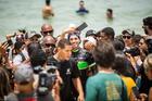 Avancini posa para fotos com fãs (Fabio Piva / Brasil Ride)