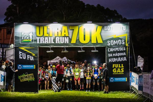 Largada da Ultra Trail Run 70k Brasil Ride