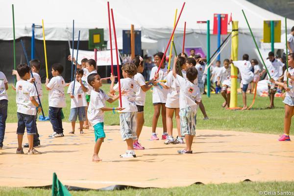 Caravana deve atender a 2.500 crianças e adolescentes
