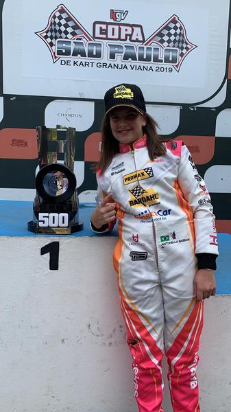 Antonella Bassani comemora pole da 500 Milhas Light
