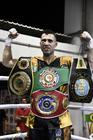 Fernando Cruel com os quatro cinturões (Edu Rocha / Cruel Fight)