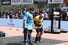 Mikhail e Marcos Ferrari sambando após o título (Rodrigo Dod / Savaget)