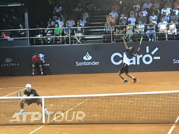 Dupla estreou no torneio na terça-feira, avançando para as quartas de final