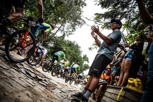 Mario Roma incentiva atletas (Mario Jordany / Brasil Ride)
