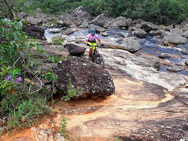 Mario Roma pedala na Serra do Cipó (Divulgação / Brasil Ride)