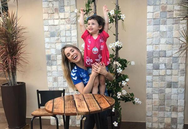 Camila Brait e a filha Alice