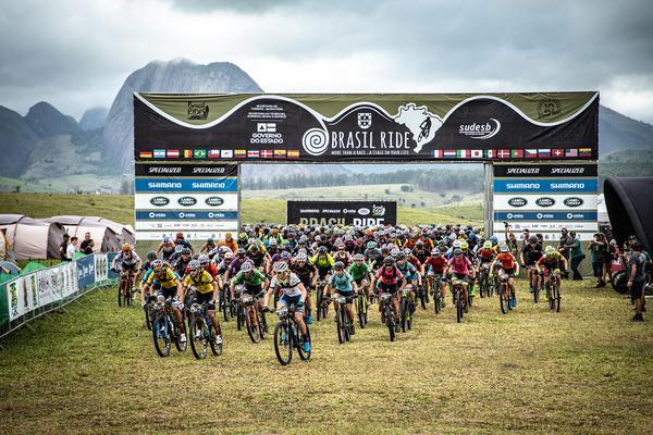 Inicio de la carrera en Brasil Ride