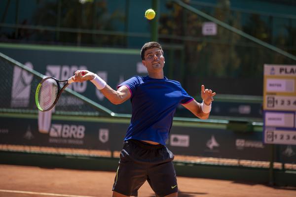 Menezes vai em busca da vaga no Grand Slam