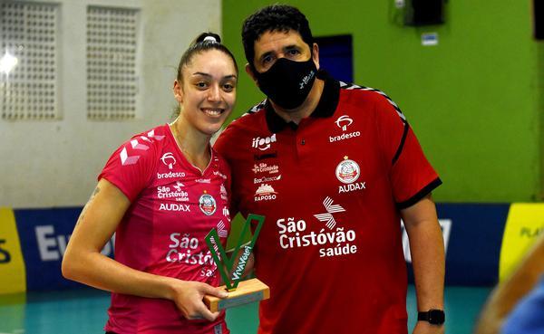 Gabi Cândido recebe o VivaVôlei de Luizomar