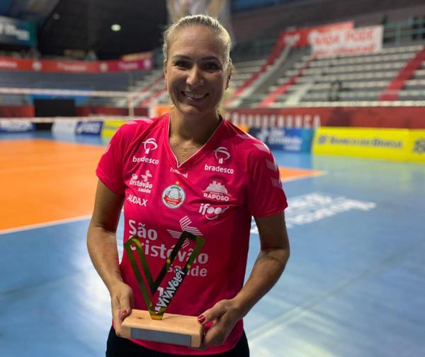 Carol Albuquerque ganhou o VivaVôlei