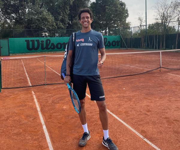 Melo, treinando para a estreia em Cagliari