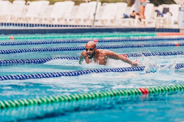 Nadador durante treino no Pinheiros