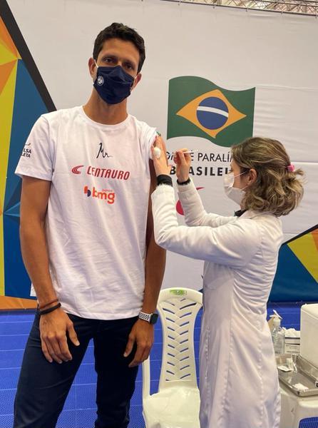Marcelo Melo é vacinado no Centro Paralímpico