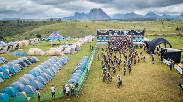 Largada da Brasil Ride no acampamento em Guaratinga (Fabio Piva / Brasil Ride)