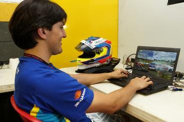 Denis Navarro usa simulador em Londrina
