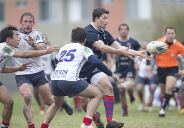Curitiba (azul) busca recuperação
