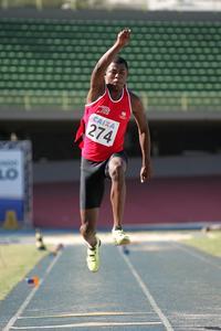 <p>Mateus Adão no salto para os 16,05 m</p>