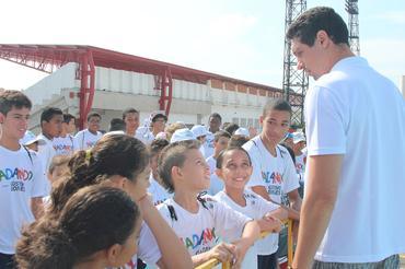 <p> O projeto social Nadando com Gustavo Borges é realizado em Itu (SP)
