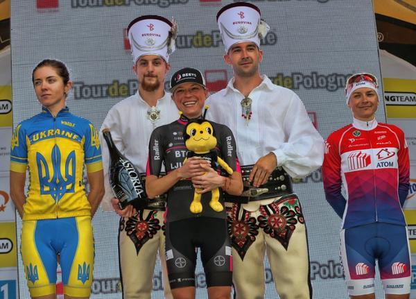 Flávia no pódio do Tour da Polônia