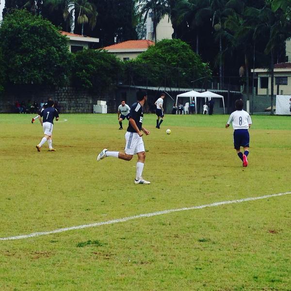 Partida de futebol avalia os jovens