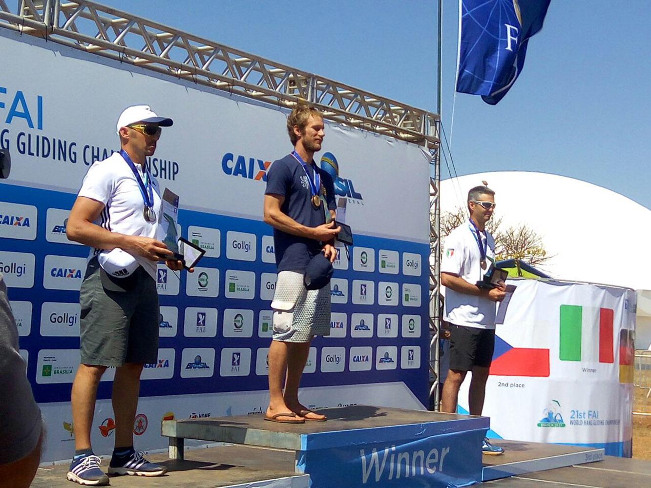 Tcheco Petr Benes é o novo campeão mundial de Asa Delta, em