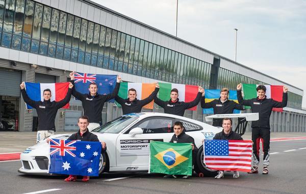 Pilotos com as bandeiras de seus países