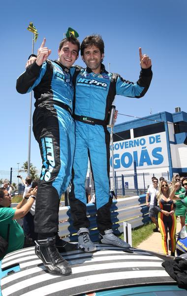 Digo e Jimenez comemoram vitória