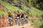 Elite masculina durante etapa em Guaratinga (Fabio Piva / Brasil Ride)