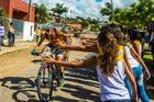 Público saúda as ciclistas (Ney Evangelista / Brasil Ride)