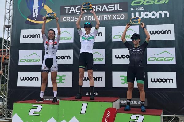 Jaqueline e Letícia (1 e 2) no pódio da Taça Brasil